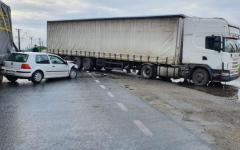 <em>Hír szerkesztése</em> Két kamion és egy kisautó karambolozott