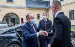 <em>Hír szerkesztése</em> Készül a megállapodás a magyar és román oltási igazolványok kölcsönös elismeréséről