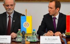 <em>Hír szerkesztése</em> Aláírták Pécs és Arad idei együttműködési tervét