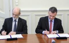 <em>Hír szerkesztése</em> Aláírták Gyulával az idei együttműködési megállapodást