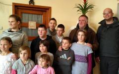<em>Hír szerkesztése</em> Törvénybe foglalták a Böjte Csaba-féle bentlakás-típust