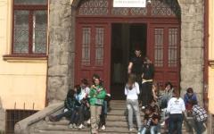 <em>Hír szerkesztése</em> Hétfőtől visszatérhet az iskolába minden diák Aradon
