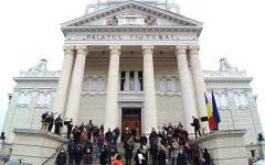 <em>Hír szerkesztése</em> A Rabszolgák kórusával tiltakoztak a filharmonikusok