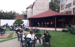 <em>Hír szerkesztése</em> Másfél koncertet adott a Juhász Zenekar