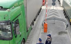 <em>Hír szerkesztése</em> Csak kamionok mehetnek át az autópálya-határátkelőn [FRISSÍTVE]