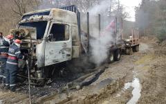 <em>Hír szerkesztése</em> Kiégett egy fát szállító kamion