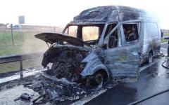 <em>Hír szerkesztése</em> Kiégett egy romániai kisteherautó az M5-ösön