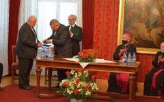 <em>Hír szerkesztése</em> Átvette magyar állami kitüntetését Király Árpád és Szilvágyi Zsolt