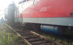 <em>Hír szerkesztése</em> Kisiklott a Bukarest–Budapest vonat Berzován