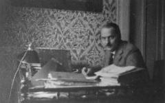 <em>Hír szerkesztése</em> Emléktáblát és domborművet kap Budapesten Kuncz Aladár [AUDIÓ]