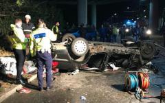 <em>Hír szerkesztése</em> Szörnyű tragédia: lezuhant a felüljáróról az autó