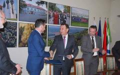 <em>Hír szerkesztése</em> Aláírták a Lendva és Arad közti együttműködési megállapodást