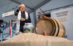 <em>Hír szerkesztése</em> Ópusztaszeren összeöntötték a búzát a magyarok kenyeréhez