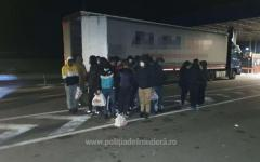 <em>Hír szerkesztése</em> Huszonnyolc határsértőt találtak egy kamionban a határon
