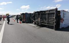 <em>Hír szerkesztése</em> Durrdefekt miatt borult fel a kisbusz kilenc utassal