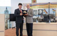 <em>Hír szerkesztése</em> Arad kulturális nagykövete Puskel Péter