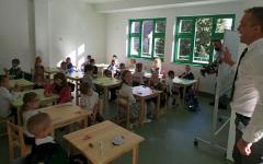 <em>Hír szerkesztése</em> Ideiglenesen több helyszínen kezdődött a tanítás a Csiky-ben [AUDIO]