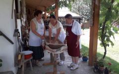 <em>Hír szerkesztése</em> Tarhonyakészítés a Tornyai Tájházban [AUDIO]