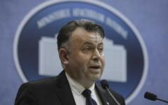 <em>Hír szerkesztése</em> Fertőző gócpontnak nevezte Aradot az egészségügyi miniszter