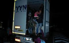 <em>Hír szerkesztése</em> Közel félszáz migráns egy kamionban