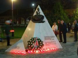 A pécskai '56-os emlékmű